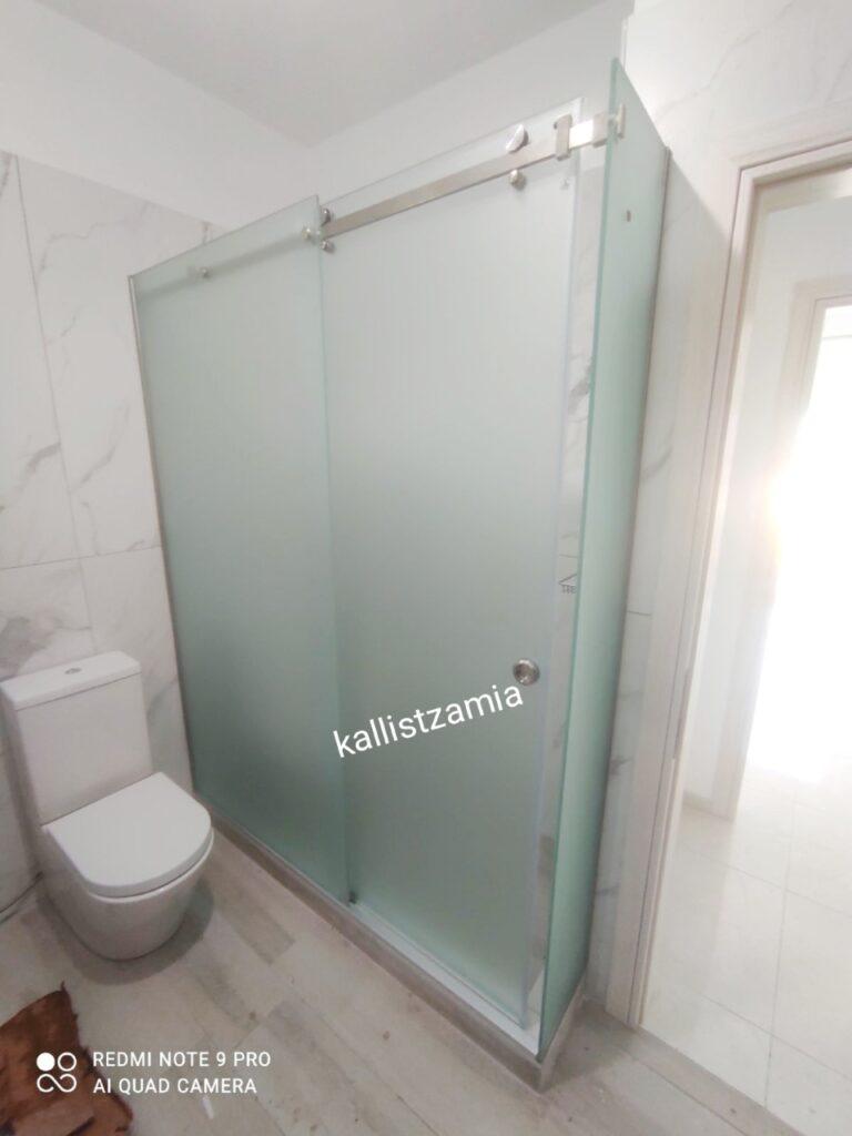satinglasΚαμπίνα μπάνιου, υαλοπίνακες σατινέ, τζάμια ασφαλείας, πάχος γυαλιού 10 mm, οδηγός ολίσθησης inox, εξαρτήματα inox, ειδική διάσταση κατασκευής, συρόμενο φύλο πόρτας, s#showercabin#glassbathroom#bathroom#bath#bathroomdesign#συρόμενηκαμπίναμπάνιου#καμπίνεσμπάνιου#kallistzamia#kallisglass#kallis arta#kallisarta#cabinbathroom#